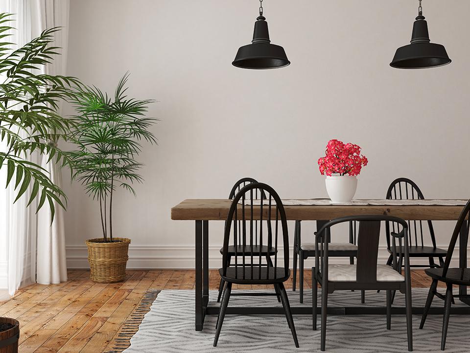 """Parquet e tappeti per creare delle """"isole"""": Arredamento d'interni, sala da pranzo con parquet e tavolo sopra a un tappeto"""