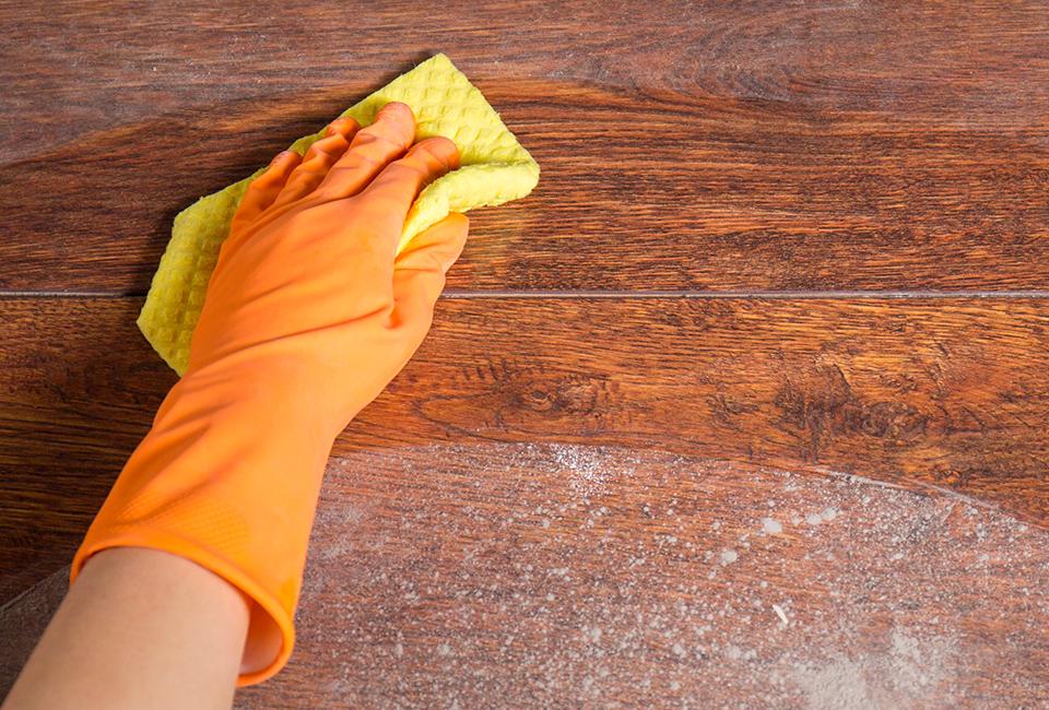 Consigli per la cura del parquet: togliere la polvere